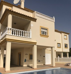 REDUCED BY 15,000 EUROS, 3 bedroom detached Villa in Los Dolses