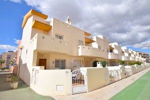 Reduced! 3 Bedroom, 2 bathroom end of terrace townhouse