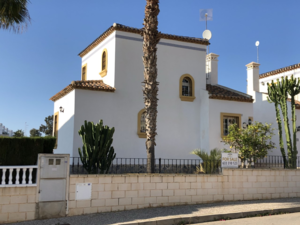 Large 3 Bedroom, 2 Bathroom villa in Los Dolses