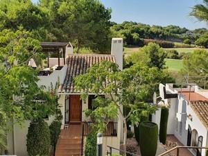 Large 3 bedroom detached villa in Villamartin with stunning golf views