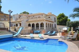 6 bedroom Villa for sale in Orihuela Costa