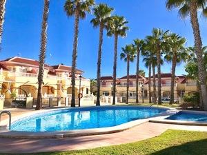 2 bedroom Adosado se vende en Cabo Roig