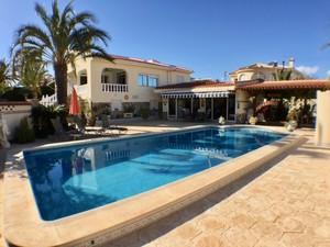 5 bedroom Villa te koop in Quesada